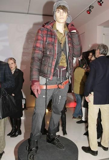Foto de Galliano, Otoño-Invierno 2010/2011 en la Semana de la Moda de Milán (1/5)