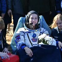 Una actriz y un director rusos graban la primera película en el espacio: así se prepararon y rodaron durante 12 días en la Estación Espacial Internacional