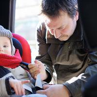 Casi tres de cada cinco padres pone en peligro a sus hijos al viajar en coche