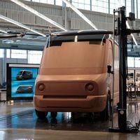 Amazon saca músculo enseñando en vídeo su gigaflota de furgonetas eléctricas Rivian, aún en desarrollo