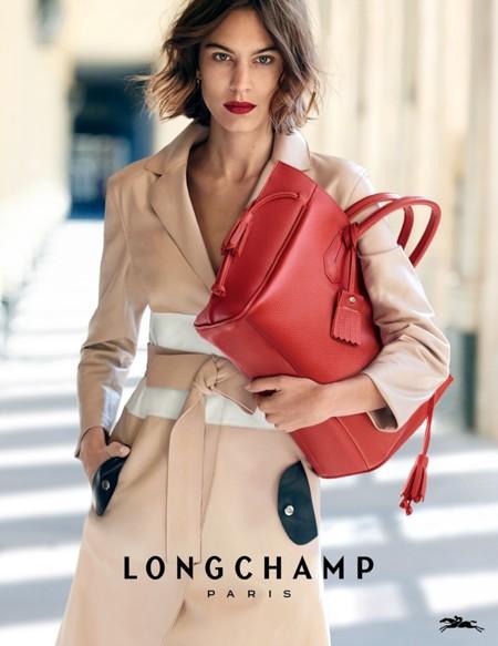 Alexa Chung repite como imagen de Longchamp, ¡por quinta vez consecutiva!