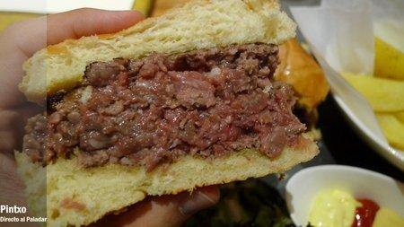 Hmaburguesa de wagyu cortada