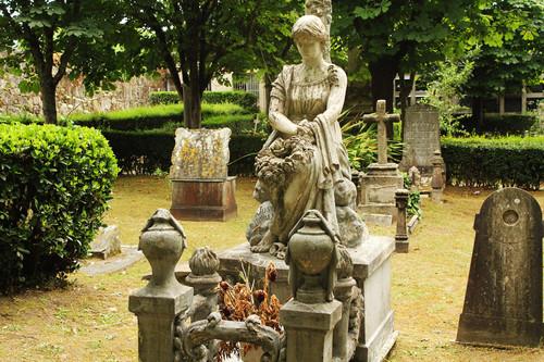 Once cementerios gallegos que deberías visitar de vivo