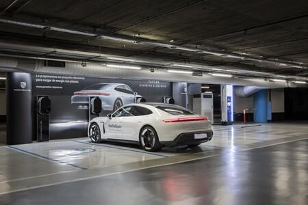 Porsche Taycan Cargando 02
