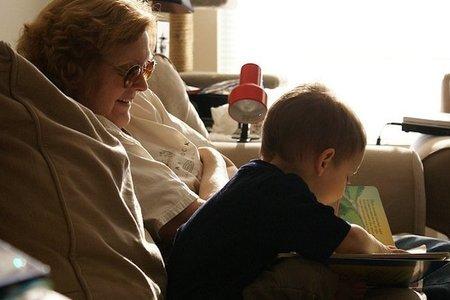 """La importancia de los """"abuelos cuentacuentos"""""""