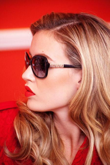 Georgia May Jagger nos propone regalar gafas de sol esta Navidad