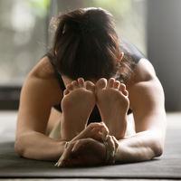 Pasar calor no compensa: el Bikram Yoga tiene los mismos beneficios que otros tipos de Yoga (y más riesgos)