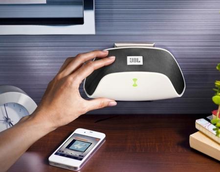 JBL SoundFly Air, el altavoz que no necesita cable porque va directamente conectado