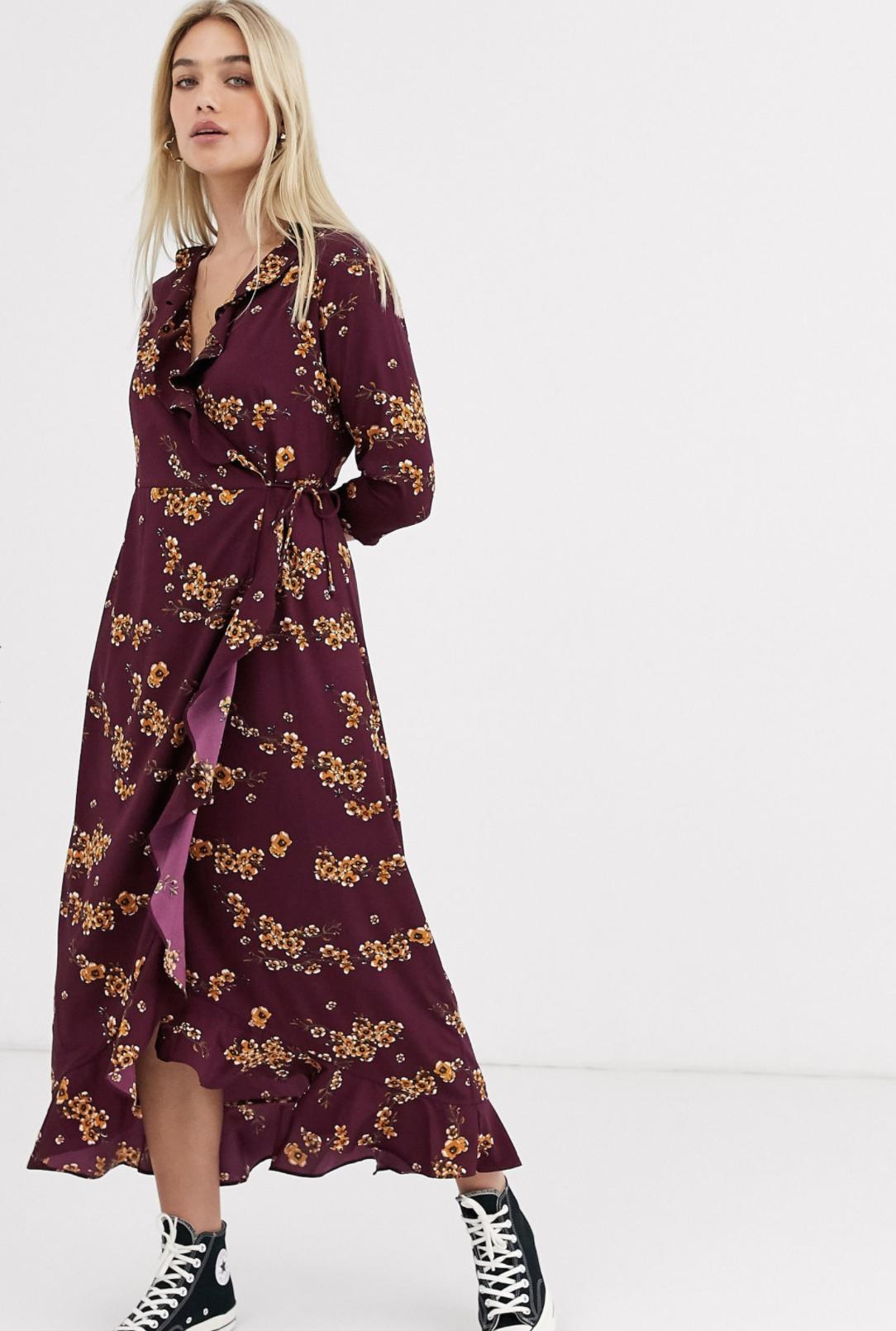 Vestido cruzado con volante y diseño floral de Vero Moda