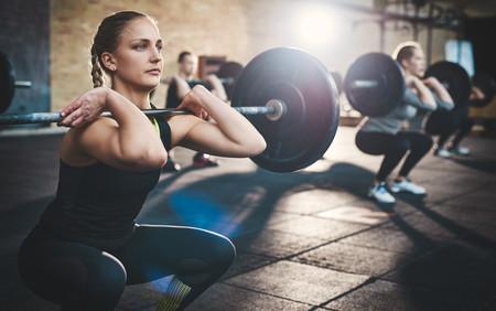 Para aumentar tu fuerza y ganar masa muscular, céntrate en ejercicios multiarticulares