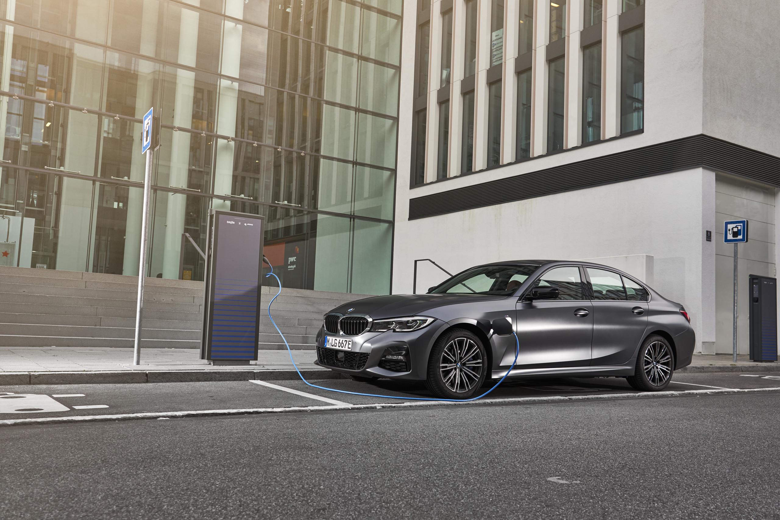 BMW 330e 2019