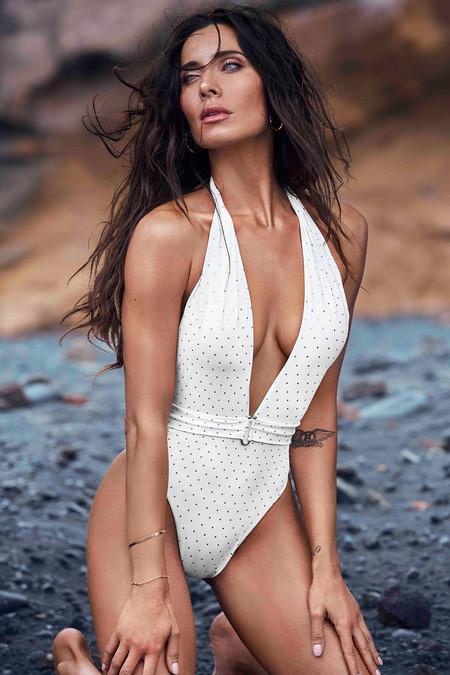 Pilar Rubio ha diseñado la colección de bañadores y bikinis que nos hacen soñar con el primer chapuzón del verano