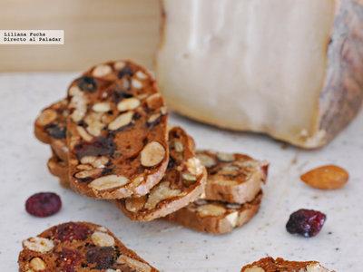 Biscotes crujientes de frutos secos: receta de aperitivo para tu tabla de quesos