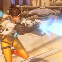 Overwatch: un fan recrea una de las pistolas de pulso de Tracer... y dispara auténticos rayos láser