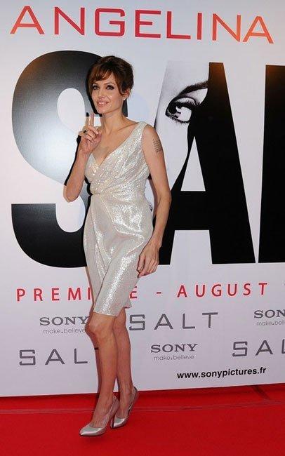 El look de Angelina Jolie en París en la premiere de Salt