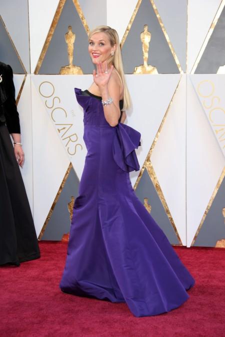 Reese Witherspoon se pone morada en los Premios Oscar 2016