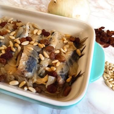 Receta de sarde in saor, la sardina en escabeche suave favorita del antipasto veneciano