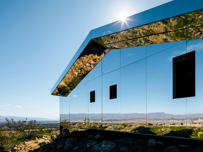 Mirage, la casa completamente recubierta de espejos