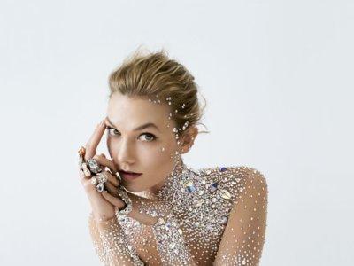 Karlie Kloss protagoniza la nueva campaña de Swarovski con un look que recuerda al de Cristina Pedroche cuando dio la(s) campanada(s)