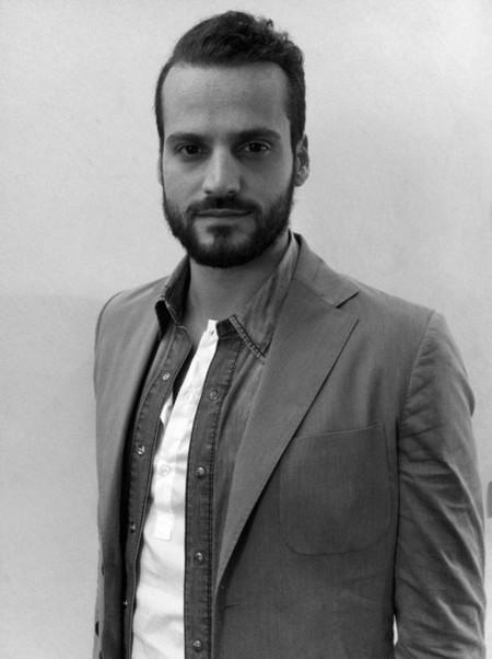 Armani apoya al joven y prometedor diseñador Christian Pellizzari, y lo invita a desfilar en su teatro de Milán