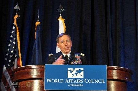 El General que quería enviar 'trolls-soldados' a las redes sociales, no dura ni año y medio en la CIA