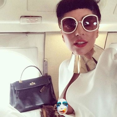 Uy Lady Gaga... ¿Qué es eso que asoma por ahí alegremente, un pezón?