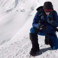 Solo, sin cuerda fija y sin oxígeno: por qué la ascensión al Everest de Kilian Jornet es el hito del año