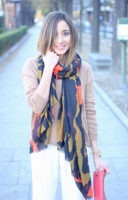 Queremos pañuelos y bufandas estampadas que den color a nuestros cuellos