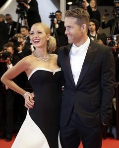 Blake lively y Ryan Reynolds, esa pareja a la que siempre da gusto invitar a todos los saraos