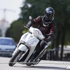 Foto 11 de 19 de la galería honda-scoopy-sh125i-2013-prueba-valoracion-galeria-y-ficha-tecnica-fotos-accion en Motorpasion Moto