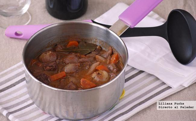 Estofado de ternera con cebollitas y zanahoria. Receta
