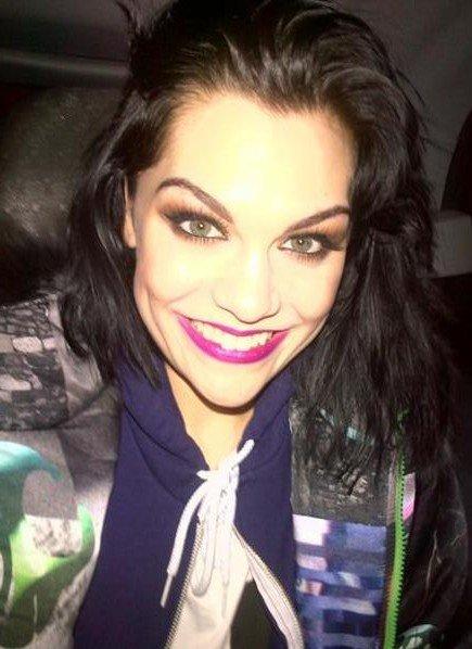 Jessie J y sus caretos en Twitter... ¡Todo un mundo!