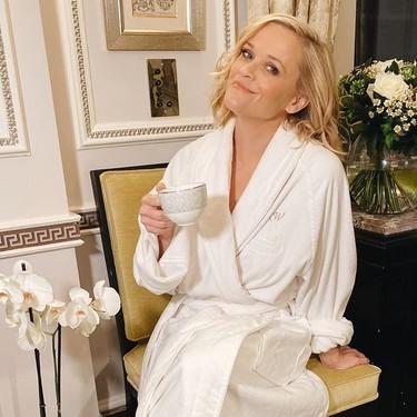 Reese Witherspoon tiene las zapatillas de estar por casa que más triunfan y te damos siete opciones para seguir su ejemplo