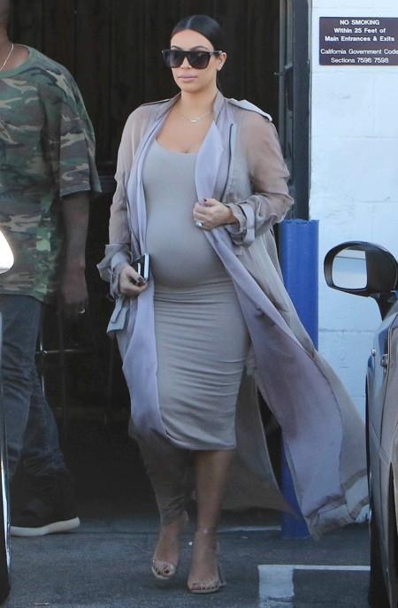 Kim Kardashian Look Gris Premama