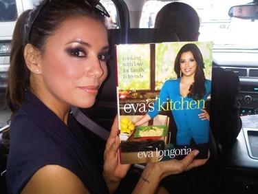 Eva Longoria nos enseña a poner el perejil en las salsas