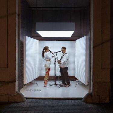 Los escaparates son los nuevos escenarios: Amaia y Alizzz inauguran un nuevo formato de concierto que dará la vuelta a España
