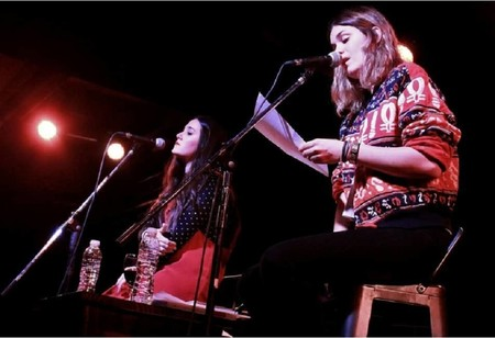 De subir poemas a las redes a ¿vivir de la poesía?: así es la generación de poetas que ha revolucionado el género