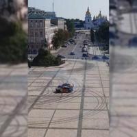 Red Bull daña una plaza patrimonio de la Unesco en Ucrania tras grabar un vídeo de drift sin permiso