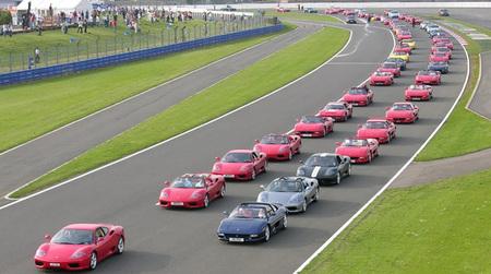 A por el récord Guinness de concentración de deportivos Ferrari