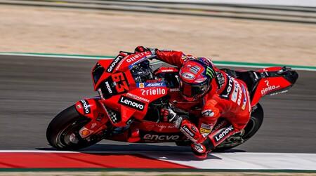 Pecco Bagnaia vuela en los FP2 de MotoGP en Portimao con Marc Márquez en la sexta posición
