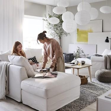 Los salones de Ikea nos conquistan un año más en el nuevo catálogo: estas son nuestras piezas favoritas