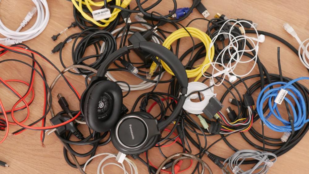 Di no a los cables enredados: soluciones y trucos para evitarlo