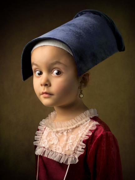 Fotografía a su hija de cinco años imitando cuadros barrocos