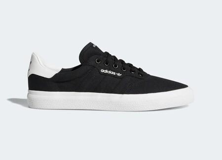 Las zapatillas de lona más vendidas de Amazon son estas Adidas y hoy las tienes desde 33 euros
