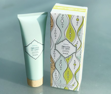 Smooth it off! de Benefit Cosmetics, un exfoliante facial 2 en 1 perfecto para verano. Lo probamos