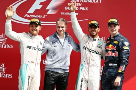 Lewis Hamilton profeta en su tierra