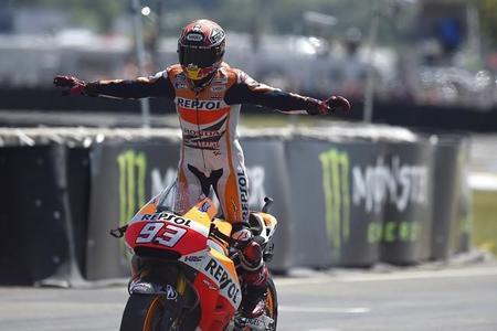 Marc Márquez celebrando su quinta victoria consecutiva