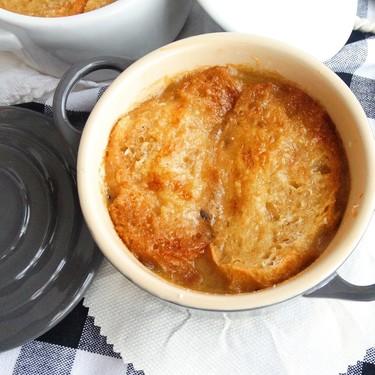 Sopa de cebolla. Receta francesa fácil para los días de frío
