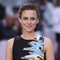 Aura Garrido olvida Dior para centrarse en BCBG Max Azria y brillar por segunda vez en el Festival de Cine de Málaga