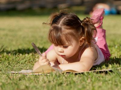 Cómo saber si tu hijo es diestro o zurdo
